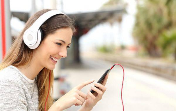 chọn tài liệu luyện nghe tiếng Anh giọng Mỹ online