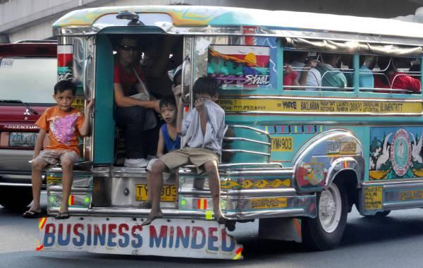 du-lich-laguna-philippines-bang-xe-jeepney