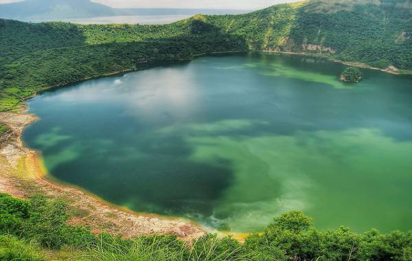 tour-du-lich-philippines-gia-re-nui-lua-taal