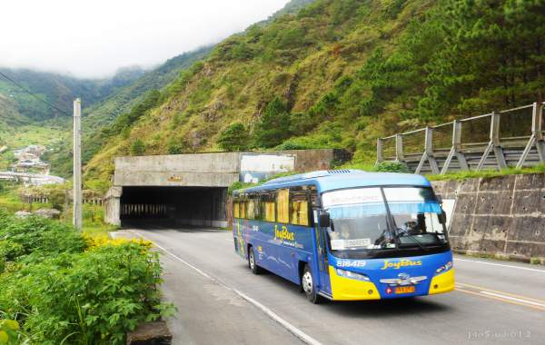 du-lich-baguio-philippines-bus