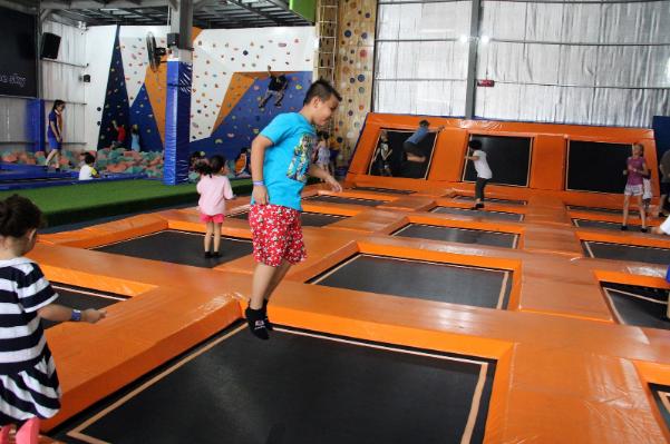 cong-vien-vui-choi-trampoline-du-lich-makati