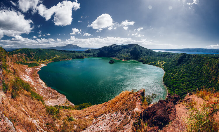 Ngọn-núi-lửa-Taal-Volcano