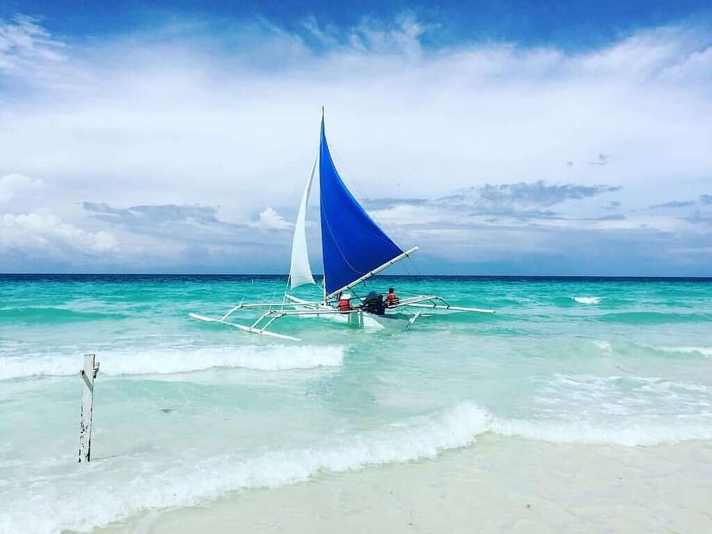 bờ-biển-White-Beach
